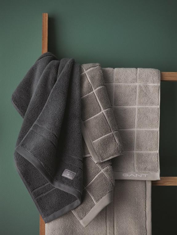 Yhdistelemällä eri kuoseja saa myös näyttävän näköistä: oik. 162 - antrasiitti (Premium terry towel), keskella 46 keskiharmaa ja oikealla 40 vaal.harmaa, alhaalla pilkottaa 40 vaalean harmaa Premium Terry Towel.