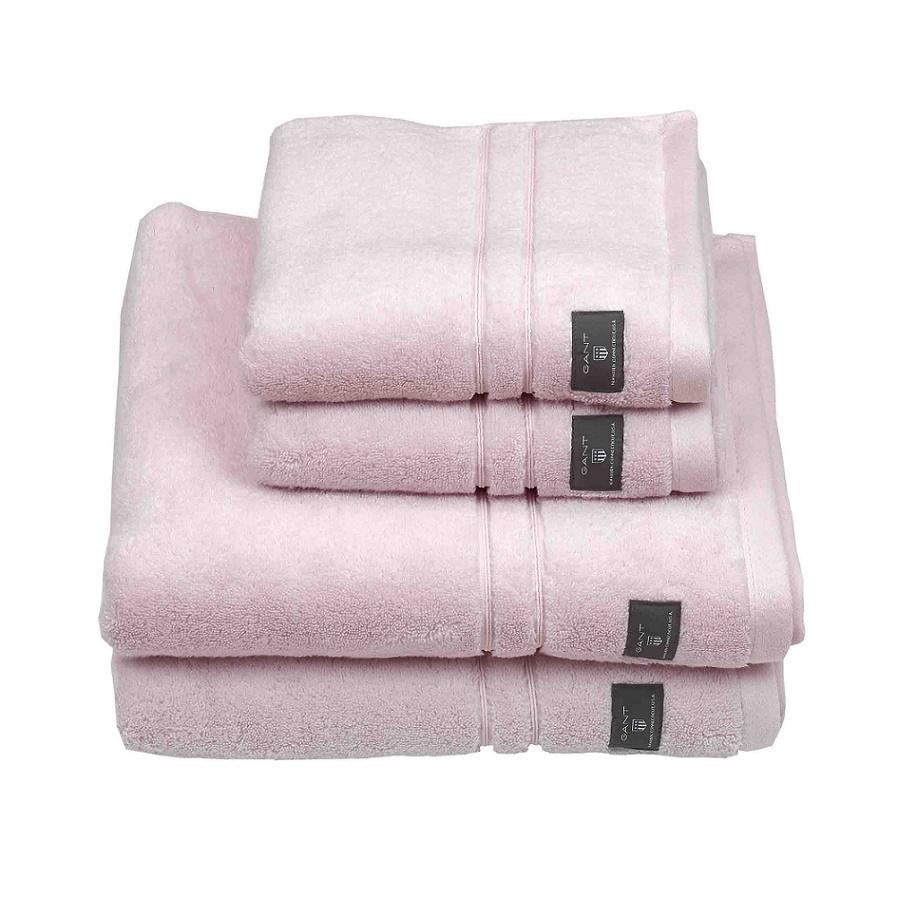 654 - Nantucket pink (suloinen vaaleanpunainen). Sopii todella hyvin harmaiden pyyhkeiden kanssa, erityisesti antrasiitin väristen. :)
