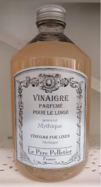 """Mythique - """"myyttinen"""" tuoksusekoitus, joka on hieman kukkaisen parfyymimäinen, mutta ei kuitenkaan ylimakea."""