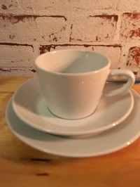 Figgio kahvisetti sis:kuppi,tassi,lusikka,kakkulautanen