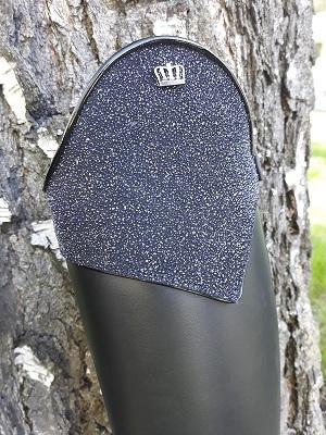 Aspen special saapas mustana, jossa top aspen special stardust black. Tereet kiiltomustat (roma black).