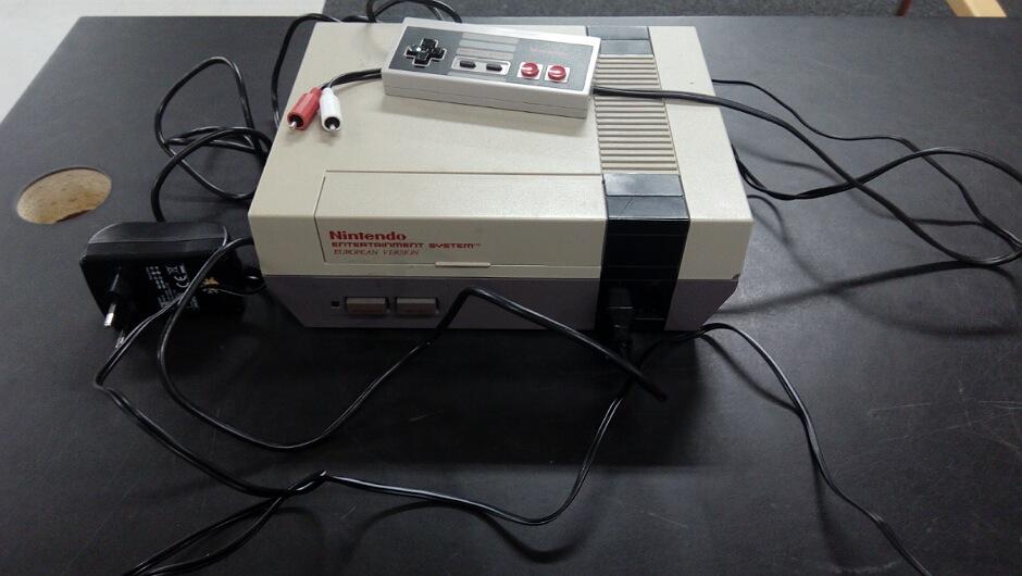 Nintendo (Nes) konsolipaketti