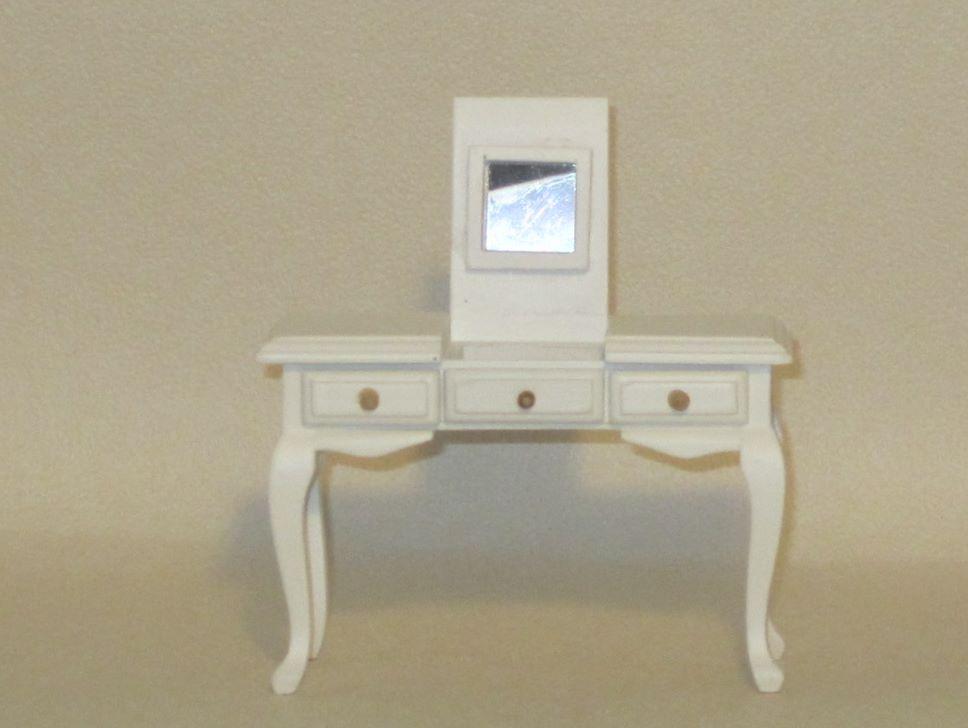 Kampauspöytä, valkoinen